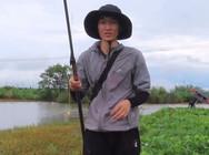 《户外野钓视频》雨后水浑浊,找个传统钓绝佳位置,打窝后草鱼连着上,过瘾