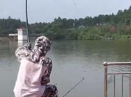 《户外老曹》 老曹钓青鱼,10多斤的完全不外瘾