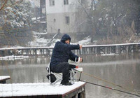 下雪天必備的釣魚技巧!