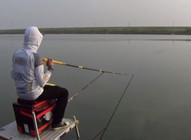 《麦子钓鱼》双竿守钓,短竿胜长竿,频上泥鱼和鲻鱼