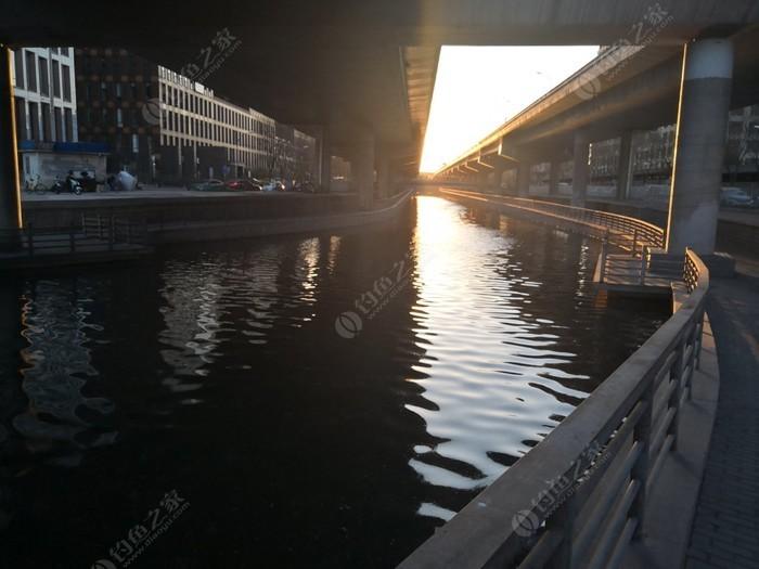 万国城护城河