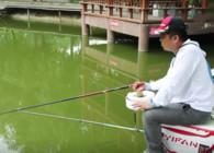《渔课堂》钓鱼压风线时 竿稍入水达到这个程度 更利于上鱼 又不伤鱼竿