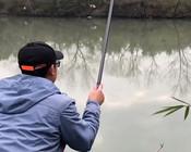 《户外老曹》大家要的冬季红虫钓鲫鱼的视频来啦,看看效果怎么样!
