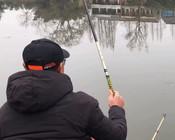 《户外老曹》钓友们,猜猜看老曹2021年钓的第一条鱼是什么呢?