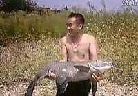 《水库钓鱼视频》水库海竿钓获50斤大青鱼
