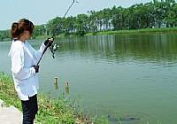 美女路亚钓黑鱼视频