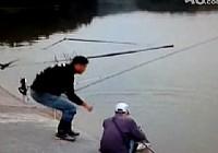 《水庫釣魚視頻》小鉤細線釣大魚