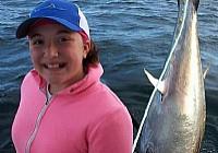 12岁加拿大女孩钓获500多斤重大金枪鱼